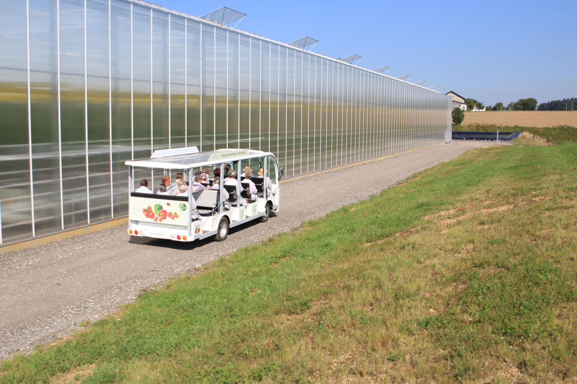 Gemütlich übers Gelände mit den neuen E-Bussen