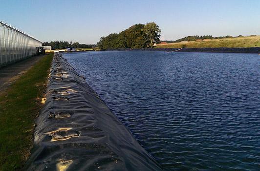 Das geschlossene Bewässerungssystem aus Regenwasser und rückläufigem Gießwasser ermöglicht Gemüsebau Steiner den absolut autarken Wasserhaushalt